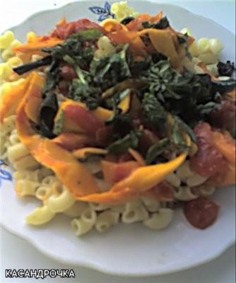"""Вчера я кормила любимого пастой с соусом """"Осенняя соната"""" и домашним салатом Соус Осенняя соната По..."""