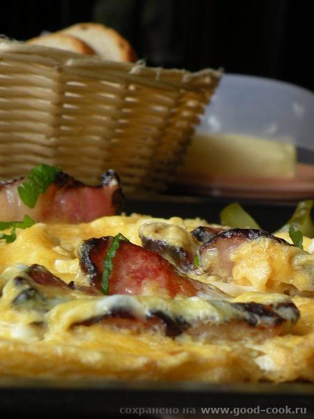 Горячее бутерброды Яишня на копченом сале Одним -Омлет с сухариками Другим- с сосисками - 2