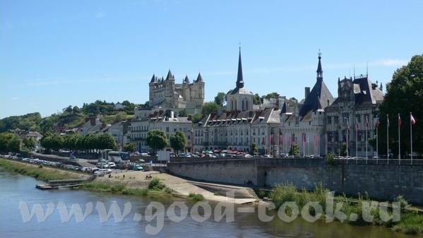 Следующую партию фотографий можно назвать: Замки Луары Это вид на город и замок Saumur: В замок мы... - 2