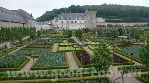 И виды со стороны сада: Это из музыкального сада: Овощной сад на самом деле был из зеленого и красн... - 2