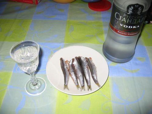 Далее аккуратно и осторожно всё это перемешиваем,(как уже говорил)поддевая ладошкой рыбу споднизу - 7
