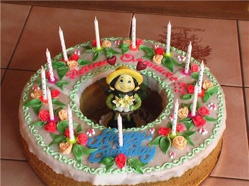 А вот и мой тортик, как и обещала выставляю что получилось, ничего нового, как всегда летняя полянк...