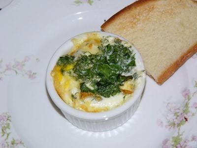 В выходной часто завтракаем так: Запеченное яйцо
