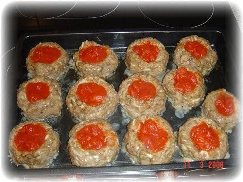 а я делала от Neposedka Гнёзда из фарша и помидоров это они так выглядели до духовки это после 10 м...