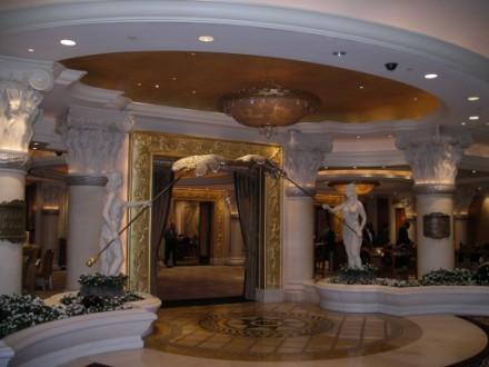 Один из самых красивых отелей в Вегасе, на мой взгляд, безусовно Ceasar palace Он протягивается на... - 2