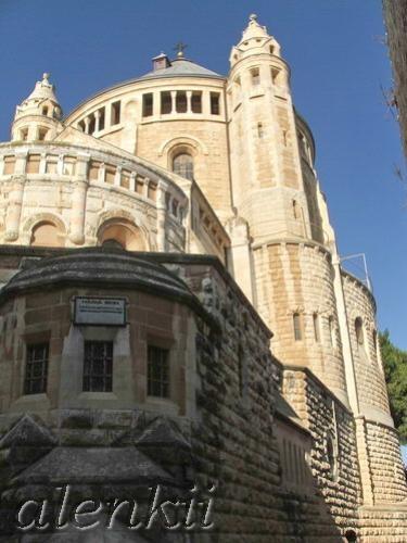 Узкие высокие стены как будто расступились перед нами, и появилась церковь, удивительно похожая на... - 4