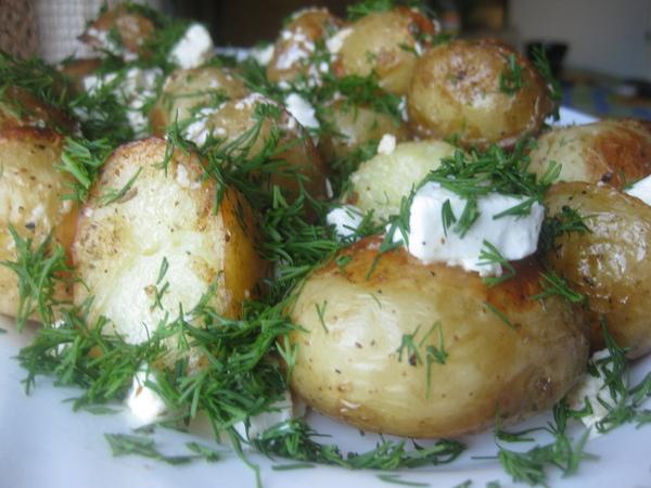 Запеченный молодой картофель с сыром данвайт