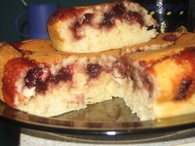не знаю почему я вот давно делала с вареньем,фотка конечно не очень,но видно какой пышный пирог