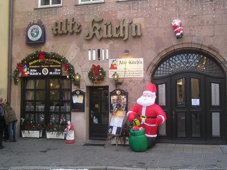 а ещё вот такие рождественско-новогодне украшенные ресторанчики-забегаловки: и просто красиворазрис...