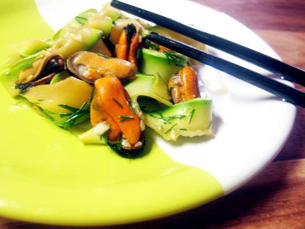 Кабачковый салат с мидиями