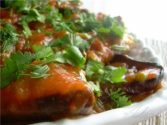 Закуска из баклажан с красным соусом 1 баклажан (большой) порезать на толстые шайбы 2 томата 1 крас...