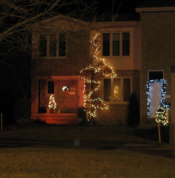 Ну что, начну показ уличных украшений домов к Рождеству - 8