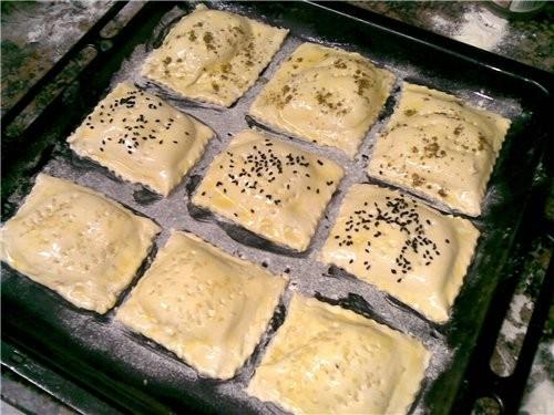 Бурекасы с творогом,оливками и заатаром(майоран) Готовое слоеное тесто 200 г творога 100 г домашнег... - 2