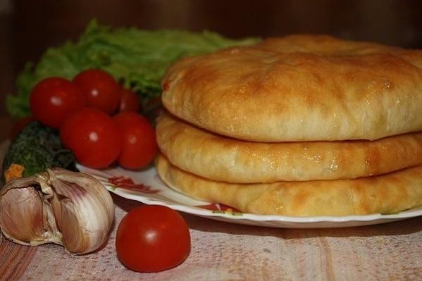 Утилизировала сулугуни, испекла осетинцев (половину порции)
