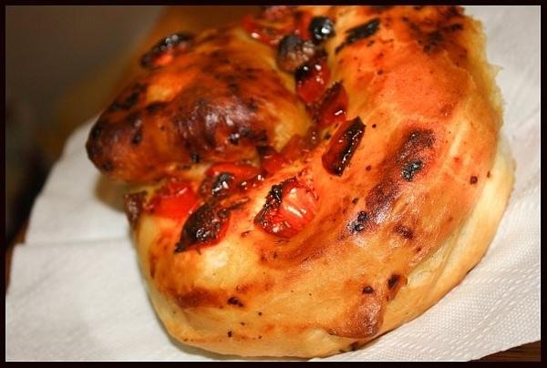 """Девчонки, испекла сегодня из """"Свой хлеб"""" хлеб с чесноком, базиликом и печеными помидорами"""