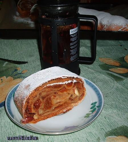 Ура deliza к нам вернулась а я тоже яблочные пироги, сейчас пеку, что тут скажешь сезон