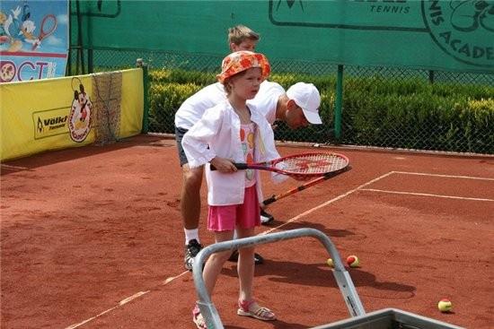 дочка моя изъявила желание ходить на теннис 6 уроков,по 45 тренировка-интересно,в конце обучения да...