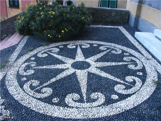 характерная для этой местности архитектура соборов и псевдо-мозаичный пол - 3