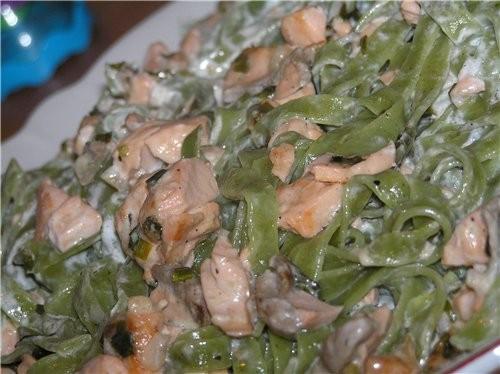 Лапша (тальятелли) с семгой в сметанном соусе