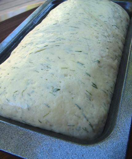 Из-за крем-чиза, масла и яиц в этом рецепте хлеб получается немного влажный, но не тяжелый - 5
