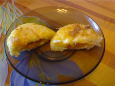 Девочки, я тут на выходных делала сырники с вареной сгущенкой, очень просто и очень вкусно