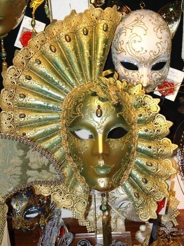 """Мне понравилась вот эта маска, но стоит она 420 евро- я так и не купила- пожалела денег:( По """"дорог..."""