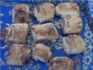 на днях пекла вот такие Куорасаны,Маленькие рулетики,и булочки слоёные тесто делала так из 1 кг мук... - 2