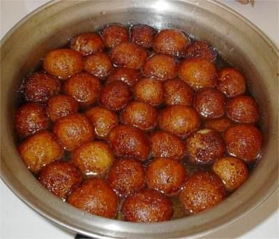 Вот еще разновидности индийских сладостей Их бывает уйма разновидностей, в основном они делаются из... - 3