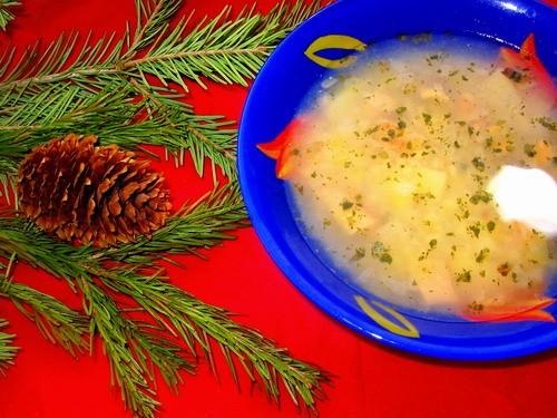 Девочки сегодня мы кушали скромненько: супчик с семгой и пшеном салатик еще салатик