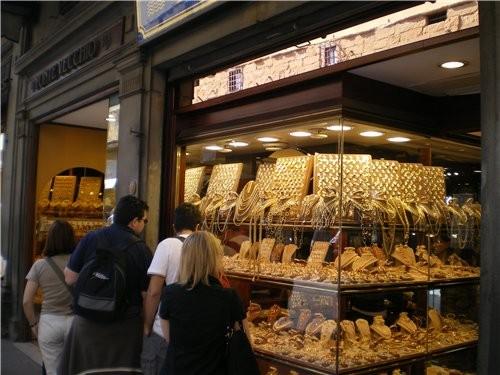 Это базар,где продаётся золото ,кожные изделия ,но по размерам не сравним с нашими базарами Они мал... - 2