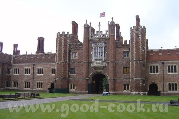 в часе езды то центра Лондона расположена бывшая загородная резиденцая английских королей (и короле...