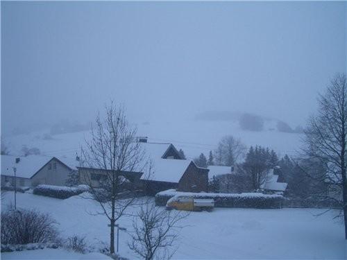 вот такой у меня взгляд с моего балкона,снимала севодня утром