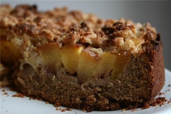 маковый пирог из гречневой муки с нектаринами