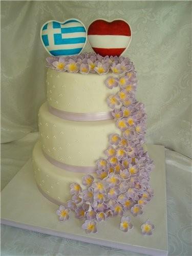 свадебный 10 кг , нижний медовый,середина шоколадный ,верх с черносливом