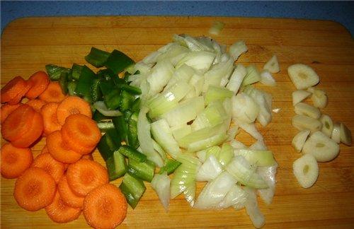 Масло оливковое наливаем, разогреваем и добавляем куски мяса (соль, перец) обжариваем мясо до румян... - 2