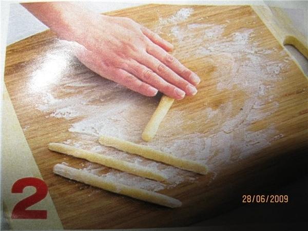 у меня стал портиться сыр- плесневеет, срезала бока- 180 грамм выкинула, 150 осталось,и вот вышла н...
