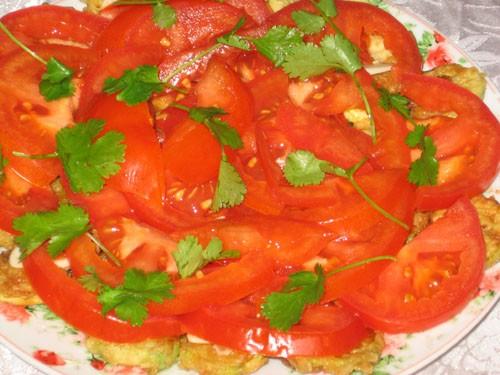 """Закуска из кабачков, помидоров и чеснока.  Салат  """"Палочка-выручалочка """""""