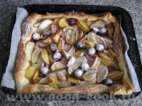 Быстрый пирог (из программы Смак) Выложить листовое тесто (Blдtterteig) в форму