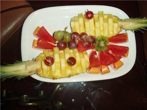 К прекрасным ананасам добавляю свои, апельсины были порезаны и оформлены в виде корабликов , но на...