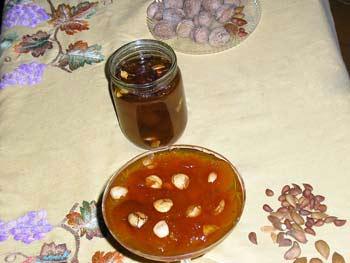"""может и не сильно """"узбекское"""" но зато практически все в Ташкенте варят варенье из урюка с косточкам..."""