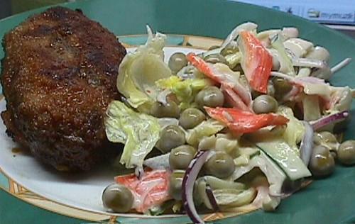 Наш Сегодняшний ужин: Зразы с грибами и крабовый салат Очередная котлета, внутри которой не котлета...
