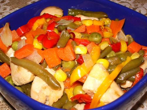 Овощное рагу с курицей 500 г филе куриной грудки 1 стручок чили 3 стручка сладкого перца(разных цве...
