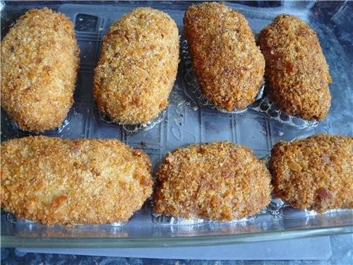 Рыбные зразы 0,5 кг рыбного филе 3-4 ломтика чёрствой булки 1 луковица 1 яйцо Для начинки: * 3-4 ва... - 2