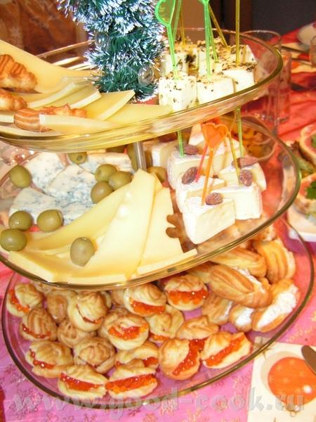 """Ну,тогда и я начну """"хвастаться"""" своим новогодним столом Это закуски,2 верхних ряда просто сырное ас..."""