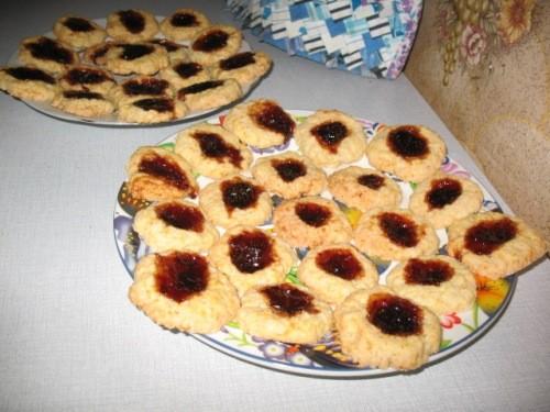 Вчера пекла цитрусовое печенье от Мишель, по наводке Лауры -очень вкусное А сегодня испекла пиццу