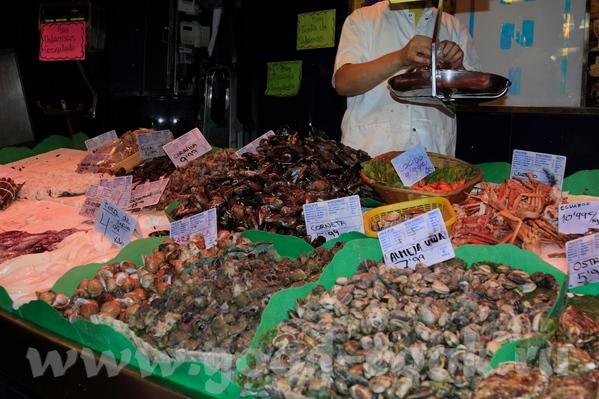 Знаменитая улица Рамблас Рынок Бекерия У нас правда тоже особо не было времени там погулять, да и м... - 7
