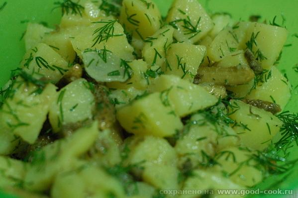 Салат картофельный с каперсами и укропом