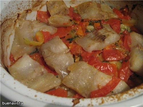 Филе морской рыбы, запечённое с овощами в горшочке 200 г филе морской рыбы 1 средняя луковица 1 мор...