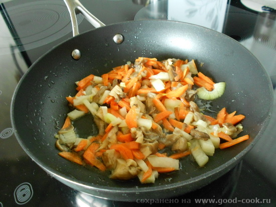 обжариваем лук-морковь