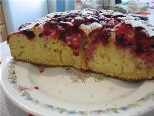 Можно похвастать пирогом(изначально с малиной,но делали с вишней: И кусочек (без помадки,не умею) М...